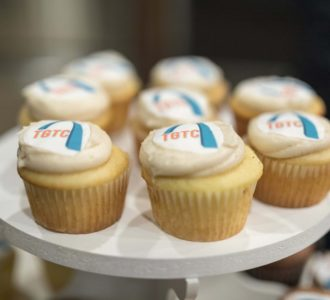 Cupcakes with Team Gateway for the Cure Logo